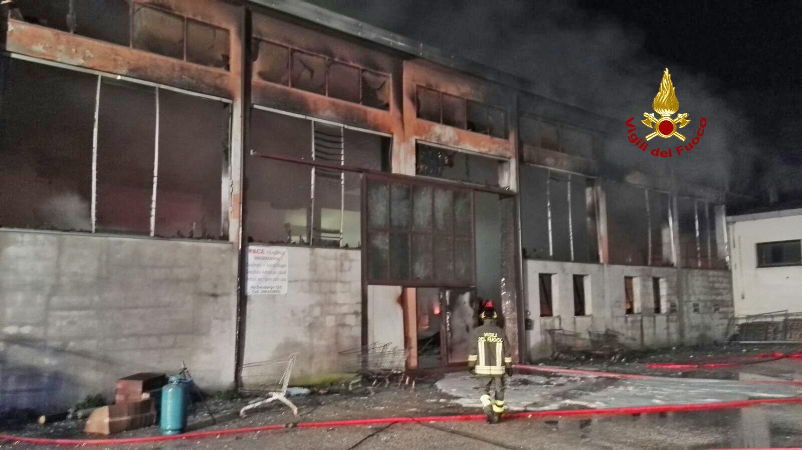 Verona capannone in fiamme for Casa del capannone